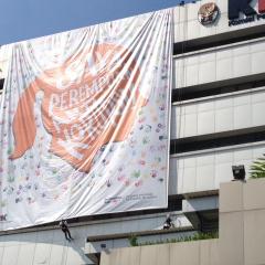 1524191461-giant-banner-di-gedung-kpk